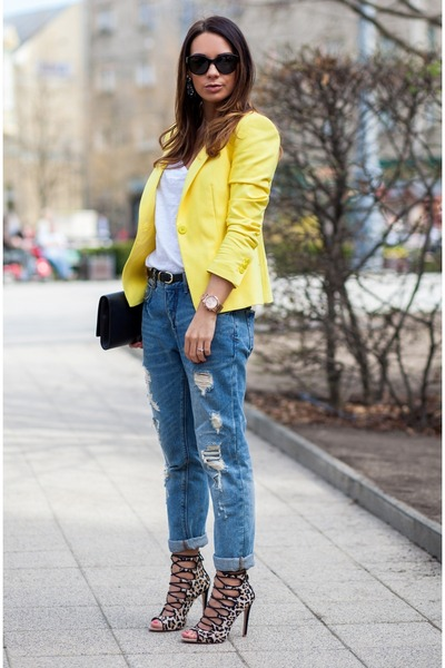 blue-zara-jeans-yellow-zara-blazer-black-leather-saint-laurent-bag_400