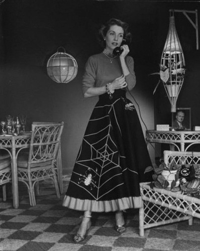 1950s-spiderweb-halloween-skirt-costumes-398x500